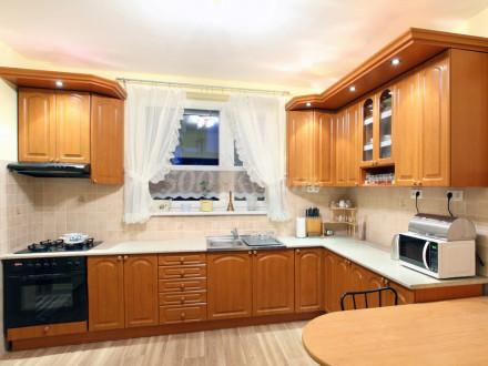 Кухня МДФ Вишня тисненая У-02